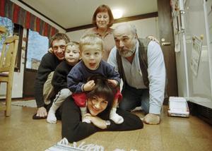 Alexandra Zazzi från Ösmo vann Robinson 1998. Här är hon och familjen hemma hos hennes föräldrar i Ösmo efter vinsten. Foto: Torbjörn Carlsson/HGbild