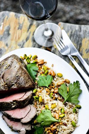 Lammstek på Chef Ramzis vis. Riset får massor av smak med kryddor och lammfärs.