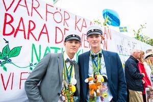 Tvillingarna Rasmus och Robin Rehnberg lämnade tillsammans gymnasiet bakom sig.