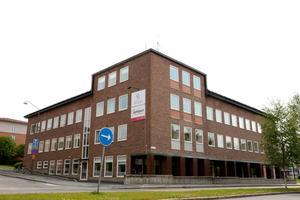 Östersunds gymnasieskola får betydligt lägre värden än andra gymnasieskolor på frågor om pedagogiskt ledarskap, utveckling av utbildningen, rutiner och samverkan av undervisningen.