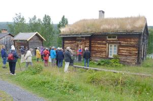 Guiden Else Westerlund i Fatmomakke gav besökarna en fin guidad tur. Foto: Britt Wikman