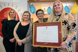 Gabriella Rodling, äldreomsorgschef, Antonella Pirrone (KD), ordförande socialnämnden, Marlen Terrell, socialchef och Helen Roth, enhetschef på Lotsen, var väldigt glada över certifieringen.