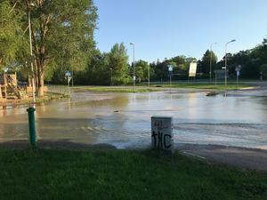 Omfattande översvämning på Stadshagsvägen/Hammarbacksvägen
