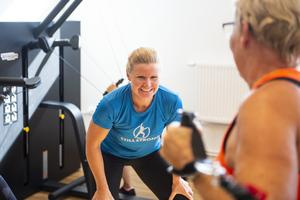 Maria Persson instruerar.
