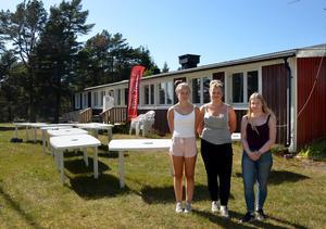 Stina Forslund, Wilma Frengen och Lisa Svedin öppnar Seppshamns kafé på lördag.