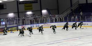 Östersunds spelare fick stanna kvar på isen för att klämma ut det sista ur benen efter matchen.