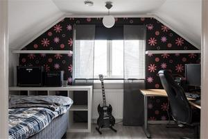 Ett av totalt sex sovrum i den 105 kvadratmeter stora villan. Foto: Utsikten Foto.