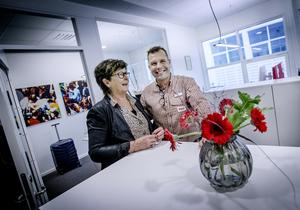 Familjeföretag. Bakom paret Matteusson finns Martins mamma Christina som fixar och donar. När NA är på besök har hon fixat blommor på kontoret.
