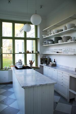 Det som är kök i dag var tidigare drivhus där man förvarade lökar och fröer.