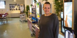 Nykvarns kommun får handla lite utanför avtalet med sin leverantör och köper närproducerat kött från Devilda i Järna. Jeanette Andersson skulle gärna hitta fler lokala leverantörer.