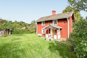 Foto: Inger Svensson. Veckans mest klickade hus - ett sommartorp nära Åsbro.