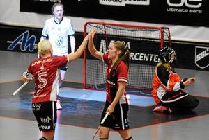 Anna Wijk och Therése Karlsson var som vanligt tongivande i Kais Mora. Wijk gjorde fyra mål, Karlsson satte ett och spelade fram till tre.