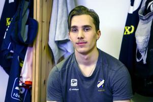 Tuomas Määttä har haft en lysande första säsong i den svenska elitserien. På lördag vill han kröna den med Edsbyns första SM-guld sedan 2008.