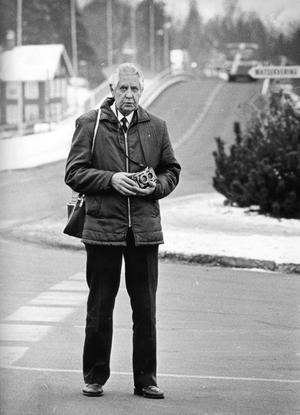 Var alltid redo. I nära 30 trettio år var Gunnar Hjalmarsson lokalredaktör för NA i Pålsboda med omnejd. Nu finns hans pressbilder samlade i fyra böcker.