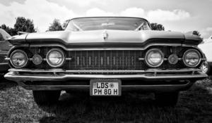 I USA riktade sig Oldsmobile mot medelklassen, marknadsförd som en rejäl och pålitlig bil.
