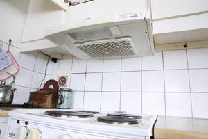 Att göra ren köksfläkten kan bli en kostsam historia.
