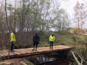 Med en ny bro på plats kan skoteråkarna passera vattendraget i vinter och ta sig vidare längs den nya skoterleden. Bild: Daniel Johansson