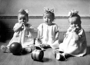 Systrarna Åström från Alnö väckte stor uppmärksamhet och artiklarna om dem i lokaltidningarna blev många. Bild: Privat
