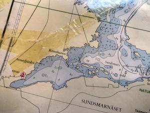 På sjökortet finns de två prickarna utsatta med ett