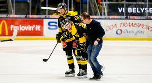 Anthon Eriksson täckte ett skott i hemmamatchen mot Västervik den 30 januari. Ett skott som tog olyckligt på foten och forwarden missade de två sista matcherna innan uppehållet.