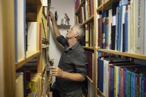 Jan Stenmark i sin trånga ateljé. Foto: Per Eriksson