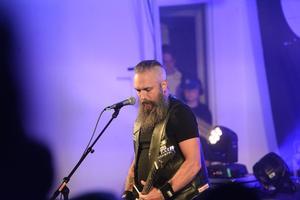 Många sjöng med i bandets låtar.