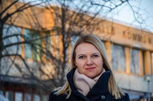 Alicja Kapica (M) anser att kommunen inte har råd att satsa miljontals kronor på en botanisk trädgård.