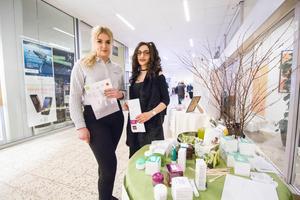 Bilden är från UF-mässan i Avesta galleria tidigare i år. Katarina Frontczak och Mirell Yousef drev Bonum UF som sålde importerade skönhetsprodukter från Polen.