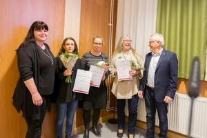 Madeleine Marianini och Ulrika Halvarsson, Gärdeåsskolan, och Pia Enocson, Los skola, tog emot frirumsstipendierna av utbildningsnämndens vice ordförande Stina Bohlin (S) och ordförande Allan Cederborg (M).