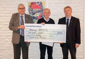 Lions club Malung prisar Lars-Erik Bäcke.