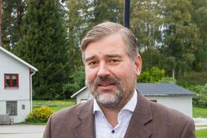 Det finns en bre politisk majoritet för att bygga trygghetsboende i kommunens regi förklarar kommunchef Fredrik Pahlberg.