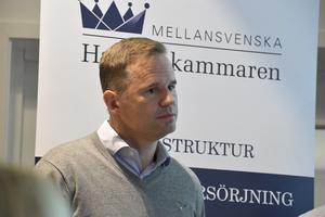 Jon Hansson förklarar att företaget inte reser i onödan.