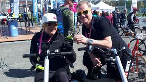 Anna Holmlund tillsammans med sponsorn Jan Jonsson Bliz.Bild: Privat
