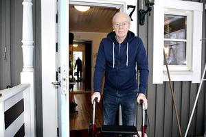 Rune Lindgren berättar att han efter sin sjukhusvistelse är imponerad över hur sjukvårdspersonalen i länet jobbar:
