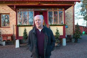 – Jag vill sprida ljus och värme, säger konstnären Bo Ek om varför han i drygt 20 års tid har sitt hus och trädgård upplyst från 1 advent och en bit in på nya året.