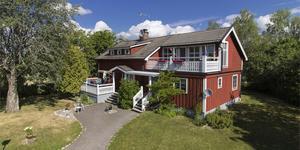Objektet med sjurumsvillan i Backa Emmnäs blev mest klickat på Hemnet i Sala under förra veckan. Foto: Fastighetsbyrån