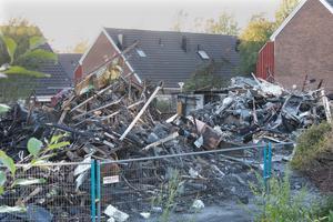 Här är resterna efter radhuslängan på Varnbäcksvägen som brann ned på lördagsförmiddagen den 22 september.