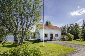 Fastigheten ligger nära skidanläggningen i Huså och cirka 20 minuter från Åre. Foto: Fastighetsbyrån