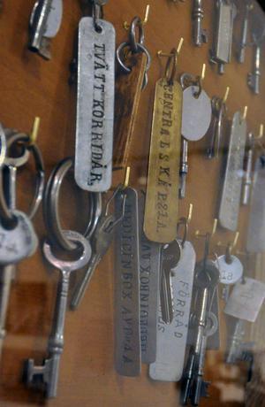 Åtskilliga nycklar visas på museet, bland annat till medicinboxar.