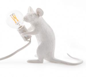 Hur underbart söt är inte den här? Mouse lamp från italienska Seletti. Cirkapris 800 kronor. Finns bland annat hos Midtown.
