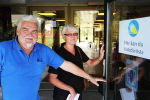 Göran Eriksson och Barbro Kärvegård från Vimmerby har redan bestämt sig och förtidsröstar på Medborgarhuset i Sveg.