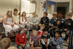 Treorna och förskoleklassen tränade sång inför skolavslutningen. De flesta av de äldre eleverna medverkade också i skolans musikföreställning i tisdags.