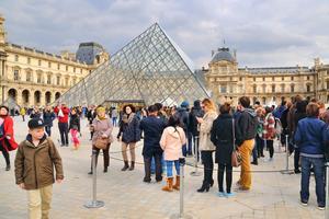 Louvren är det mest besökta museet i världen.