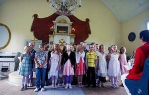 En klassiker alla generationer minns, ettorna sjunger på sin första skolavslutning.