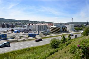 En ny rondell byggs på gamla E4 mellan Skönsberg och röda torget, så att det nya bostadsområdet på Norra kajen får en utfart norrut.