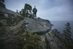 Tofte Mårlind kunde anläggningen i Gråberget på sina fem fingrar. Som officer vid Norrlands Kustartilleri blev han tilldelad ansvaret över spärrbataljon Gävle. Här står han på taket över det rum där den viktiga inbasmätaren var placerad.