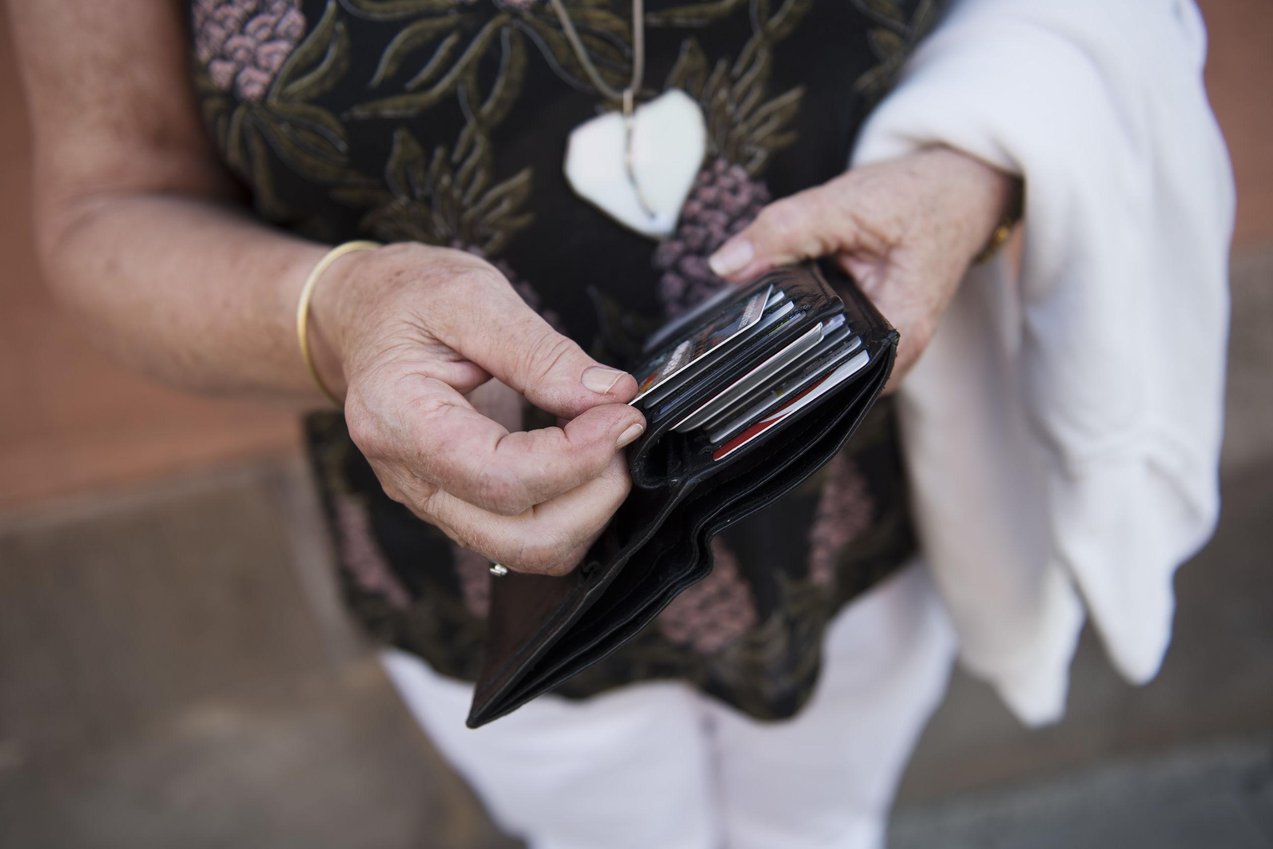 Kvinna lurades pa 360 000 kronor