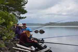 Fisketävling för barn på Ön, en av veckans många aktiviteter.