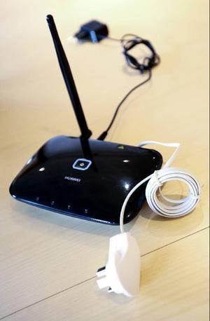 En telefonadapter kommer att ingå i det nya abonnemanget som kommer att gälla för dem där den fasta telefon ersätts med en mobil lösning. I adaptern stoppas ett SIM-kort, till det är det ett mobilnummer knutet. Men det vanliga/gamla numret kan kopplas vidare till det och alltså användas ändå.Den vanliga telefonen kan också användas, förutom telefoner med fingerskiva, och kopplas till adaptern.Kostanden 145 kronor per månad för ett fast telefonabonnemang i dag kommer att gälla även efter förändringen.