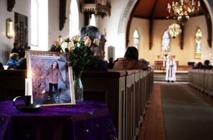 POSOM-gruppen kallades in i samband med mordet på Engla i Stjärnsund våren 2008. Bilden togs i samband med minnesgudstjänsten ett år efter mordet.